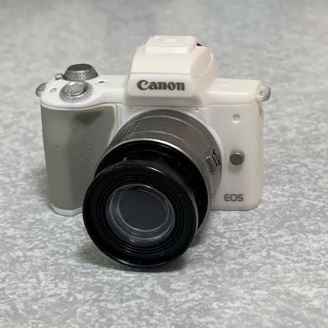 「Canon EOS Kiss M(ホワイト)フラッシュライト+EF-M15-45mm F3.5-6.3 IS STM」
